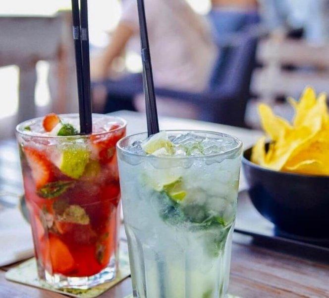 summer-cocktails-los-arcos-estepona